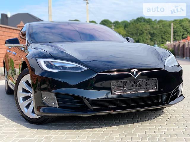 Черный Седан Tesla Model S 75 Тесла 2018